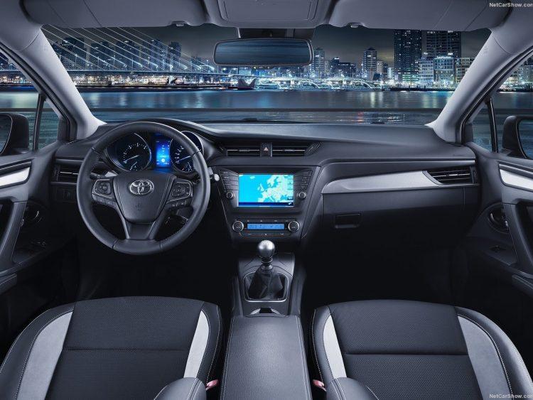 Салон Тойота Авенсис 2020-2021 года