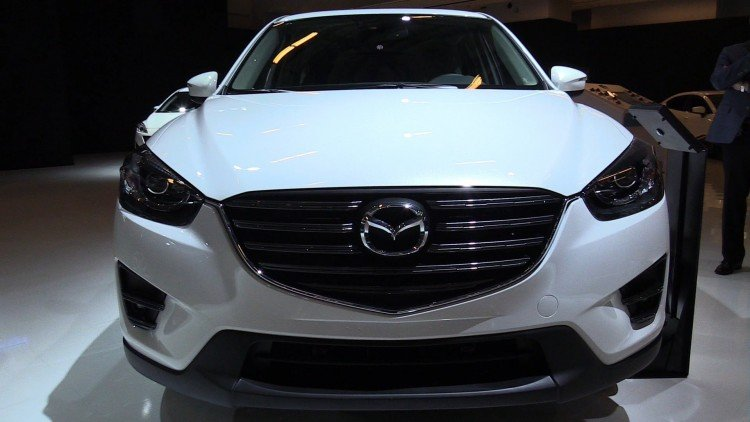 На фотоснимке - 2020-2021 Mazda CX-5. Немного о внешнем виде и комплектациях