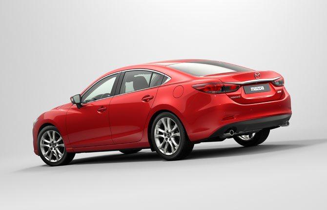 Mazda проигрывает по мощности, но выигрывает по управляемости