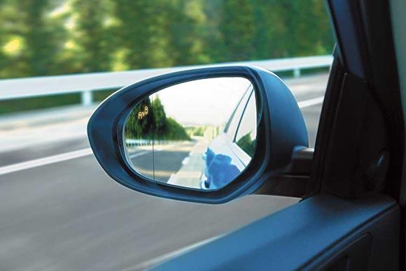 Автопроизводители используют различные средства для повышения видимости слепой зоны