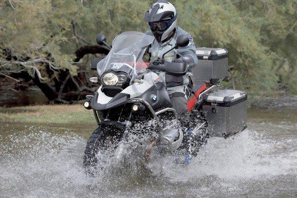Мотоцикл с седельными сумками