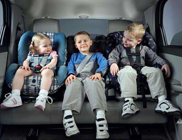 Можно пристегнуть ребенка обычным ремнем