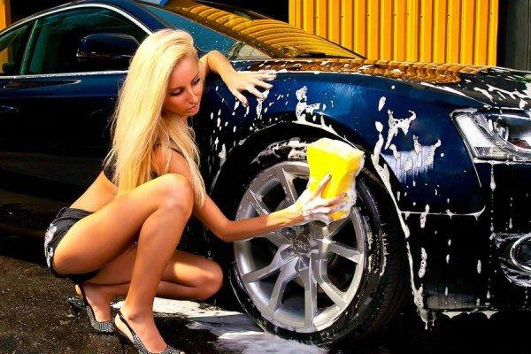 Мыыть авто нужно пористой губкой
