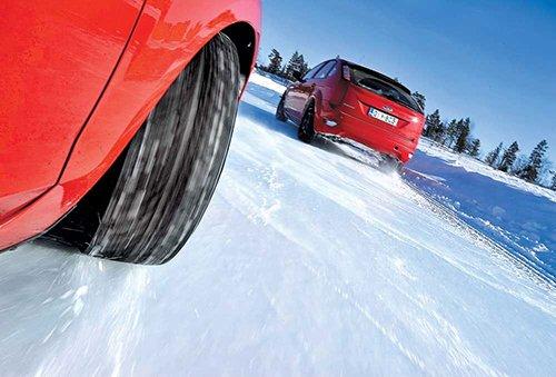На зимней дороге шины ведут себя достойно
