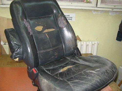 Этому креслу явно нужен ремонт