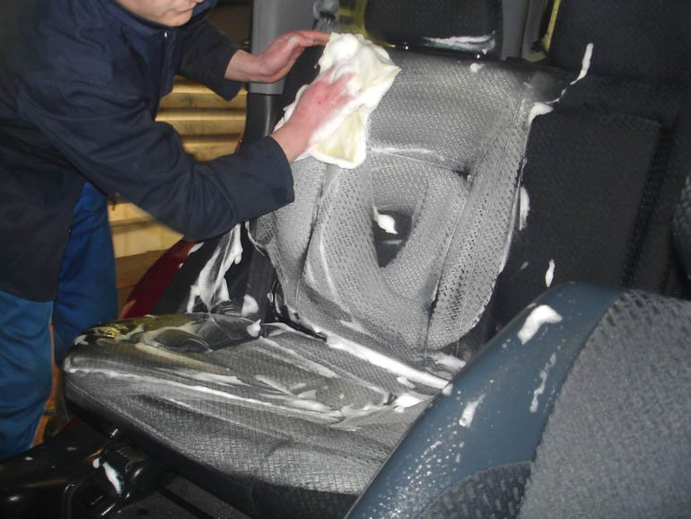 Чистка обивки сидений автомобиля