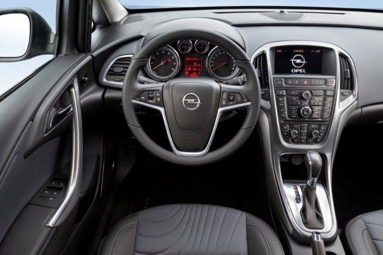 Салон автомобиля Opel Astra универсал