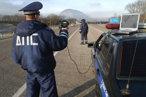 Требуйте у инспектора ГИБДД сертификата на право использования радара и других приборов