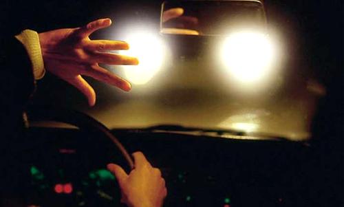 Помните о последствиях ослепления светом фар встречных машин