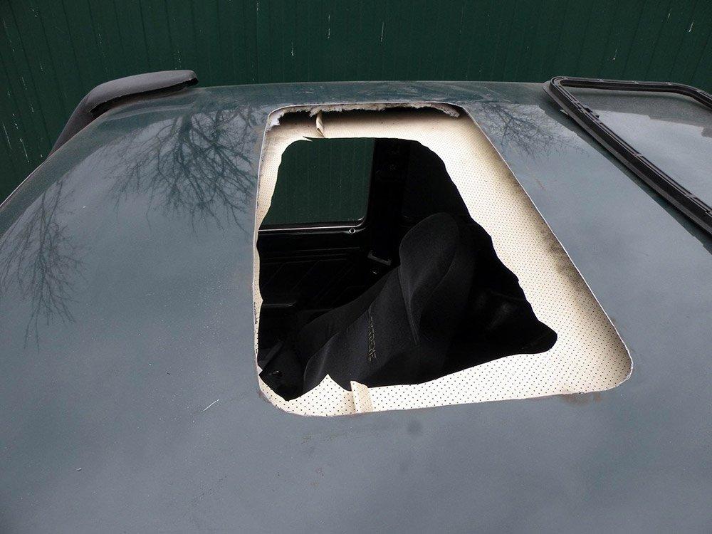 Отверстие в крыше авто для люка