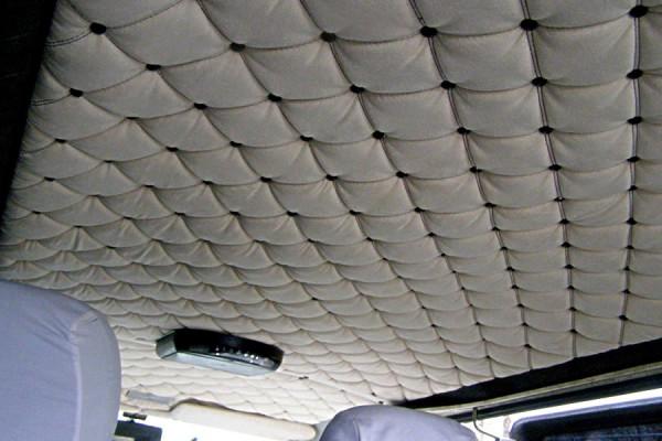 Перетяжка потолка авто кожей