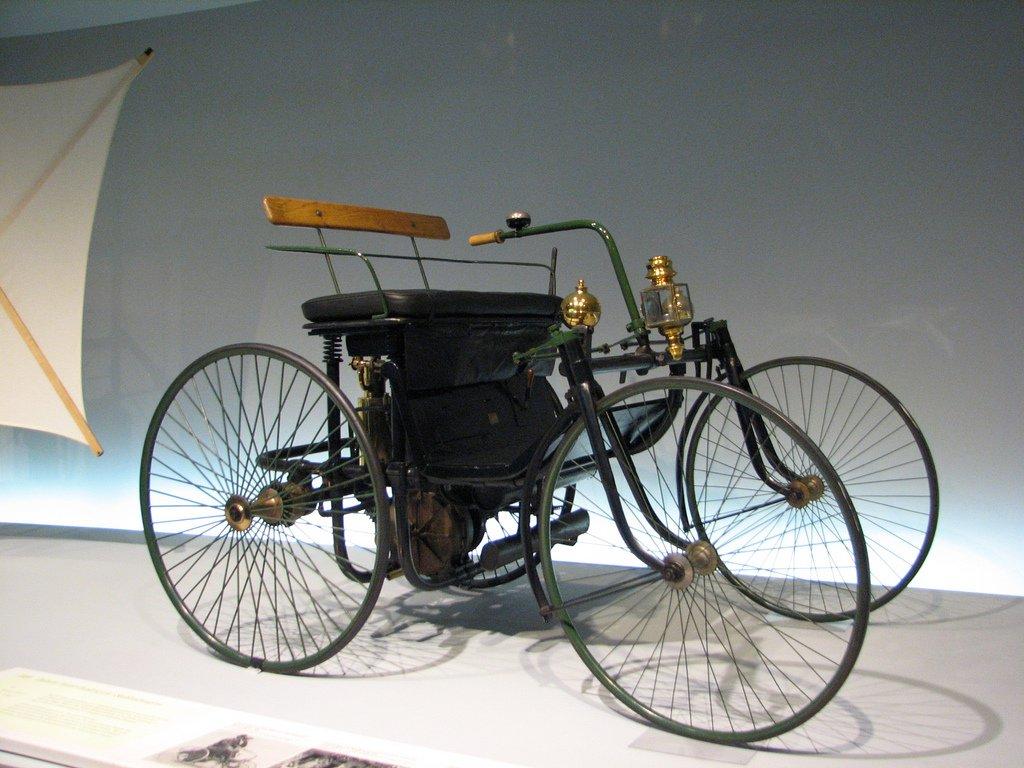 Автомобиль Даймлера, модель 1889 года