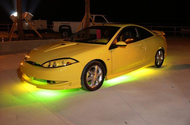 Подсвеченый светодиодами автомобиль