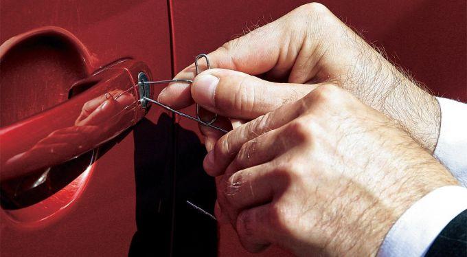 Если ключи не найдены - пробуйте самостоятельно взламывать дверь