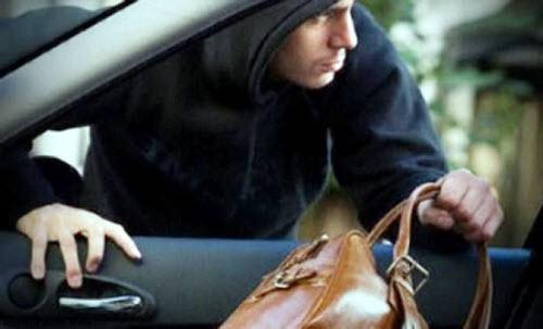 Права могут украсть из автомобиля вместе с другими вещами