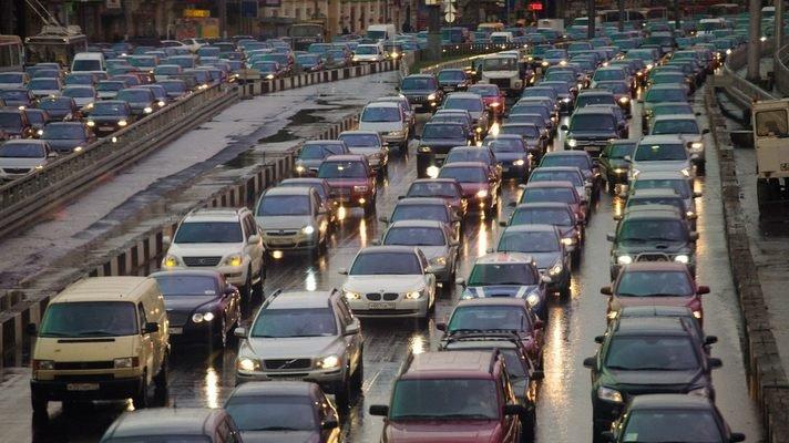 Пробки - настоящее мучение для водителей