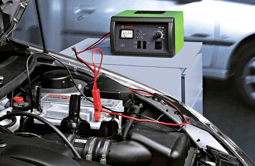 Автомобильный аккумулятор в процессе зарядки