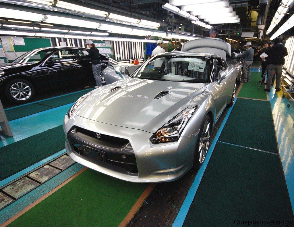 Автокомпании не падали духом и продолжали поднимать производство