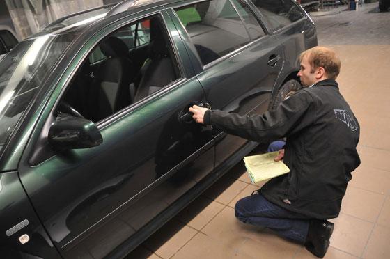Осмотр автомобиля на наличие повреждений и следов замены частей кузова