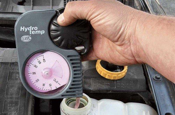 Необходимо регулярно проверять состояние охлаждающей жидкости и своевременно осуществлять ее замену
