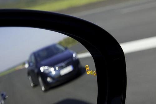 Система контроля слепых зон в Opel Zafira Tourer