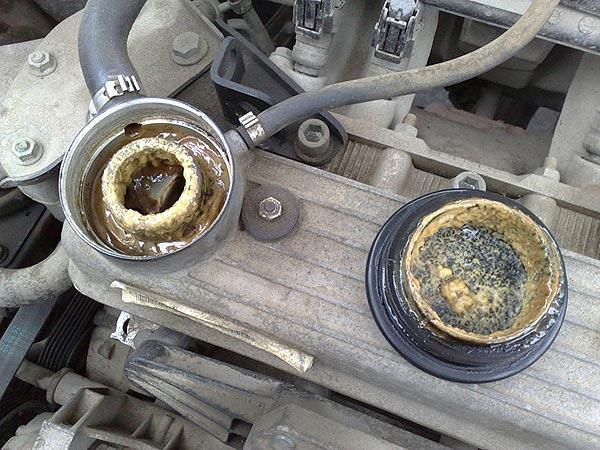 Категорически не советуется открывать пробку на неостывшем радиаторе