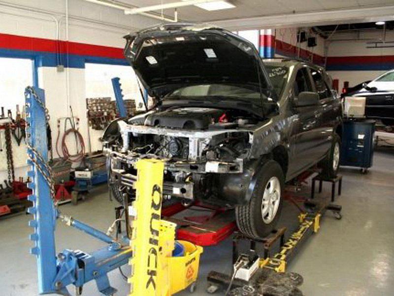 Реставрировать автомобиль лучше в автосервисе