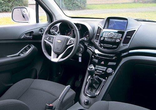 Салон Chevrolet Orlando LS красивый и функциональный