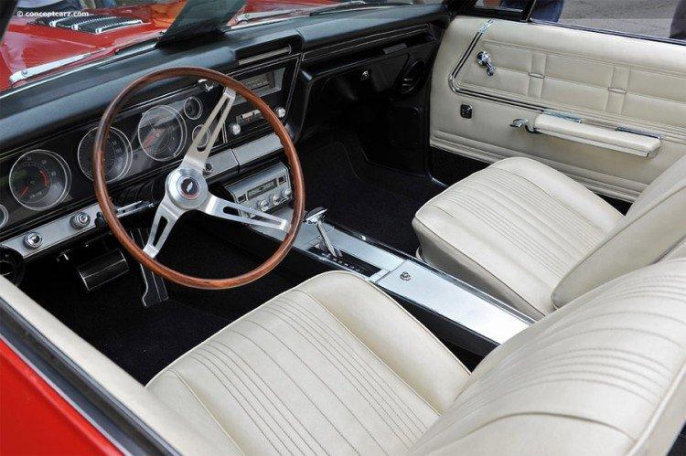 Chevrolet Impala 1967 салон автомобиля