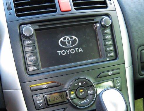 Штатная автомагнитола автомобиля Toyota