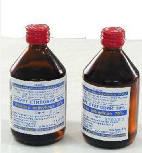 При помощи обычного медицинского спирта можно быстро удалить воду из бензобака