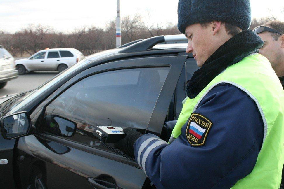 Уровень светопропускания стекол проверяется сотрудниками ДПС