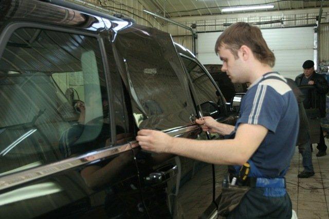 Тонирование бокового стекла автомобиля