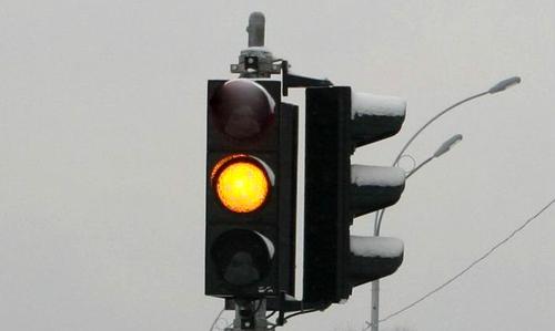 Будьте предельно внимательны на светофорах и пешеходных переходах