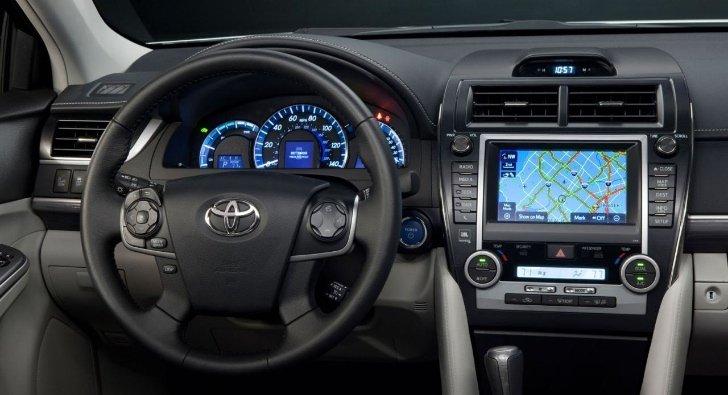 Toyota Camry - имеет внушительный набор электроники