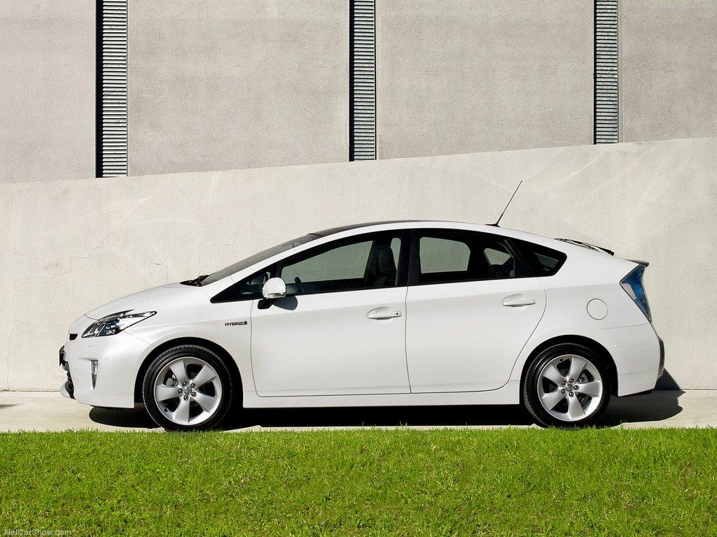 Экологичность и малый расход топлива - это все про Тойота Приус