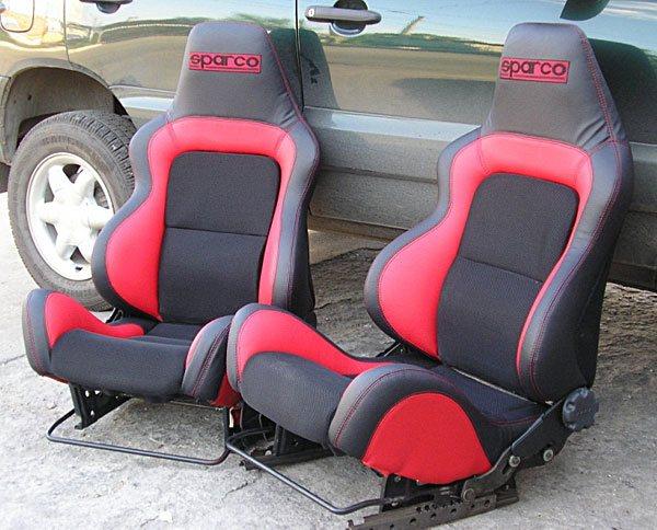 Кресла автомобиля после тюнинга