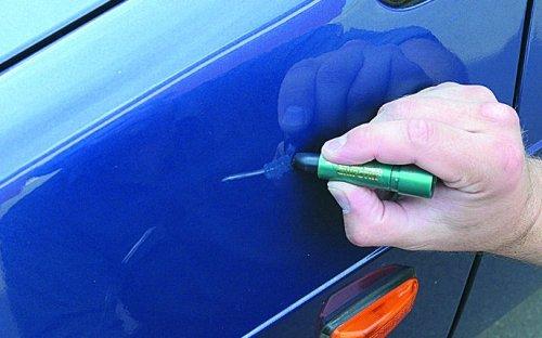 Удалить царапину с помощью воскового карандаша достаточно несложно