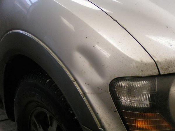 Следует удалить все вмятины с кузова автомобиля