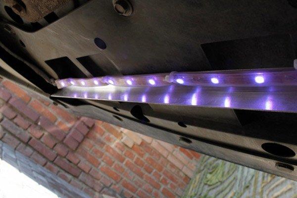 Устанавливаем светодиодную ленту на днище авто
