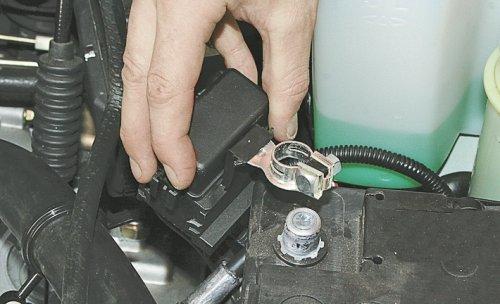 Установка и снятие аккумулятора - очень проста, на фото клеммы аккумулятора.