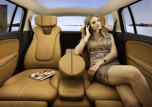 В таком автомобиле места хватит на всех