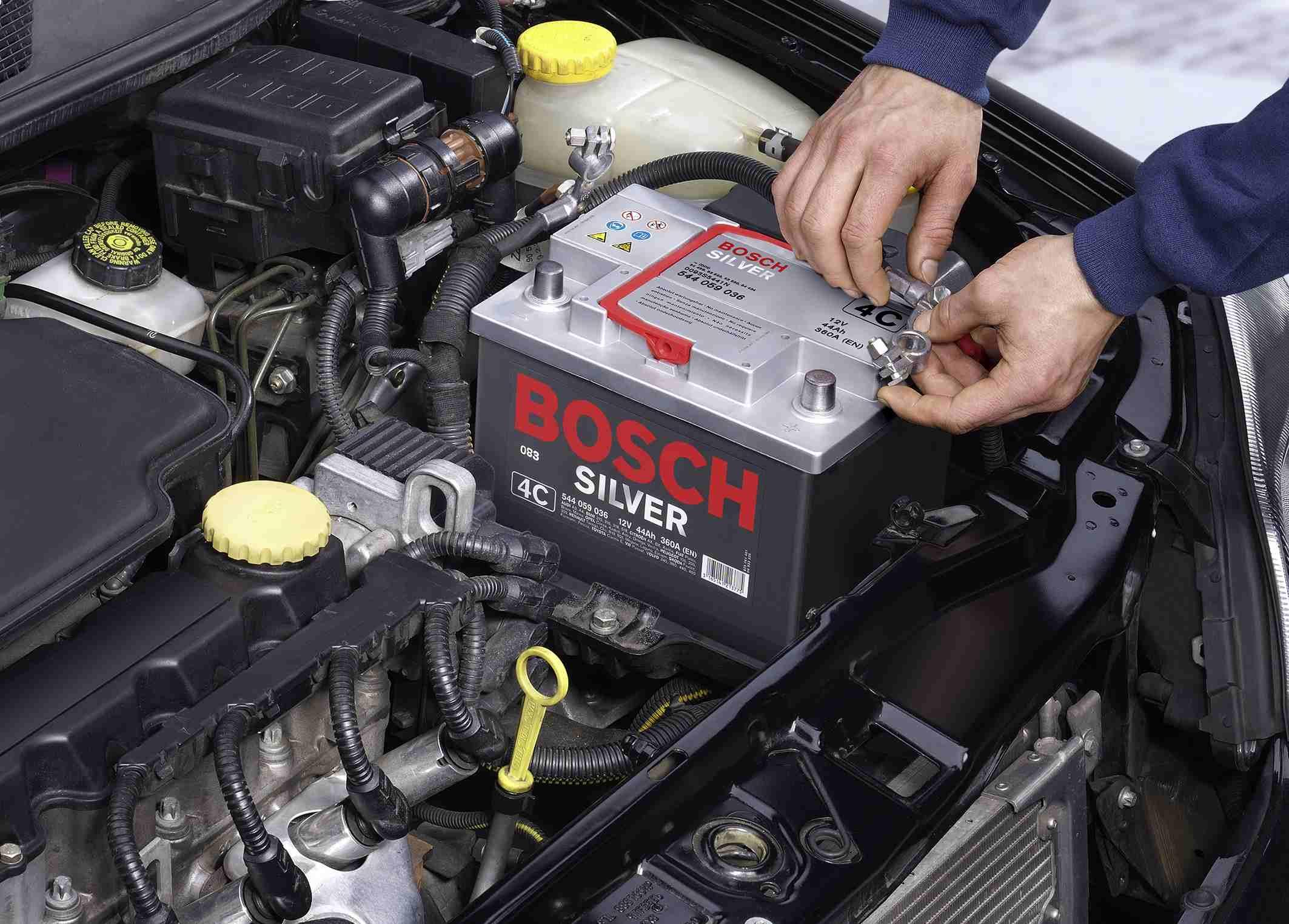 Как в машине найти что сажает аккумулятор 15