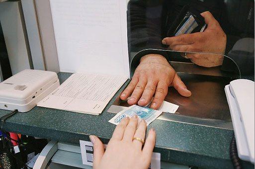 При оформлении МВУ необходимо оплатить 1000 рублей в качестве госпошлины
