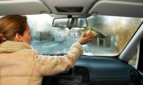 Протрите запотевшие стекла и увеличьте обзор дороги