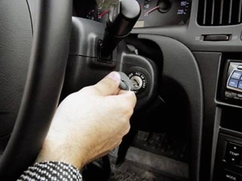 Проверяем подержанный автомобиль заводкой и в движении