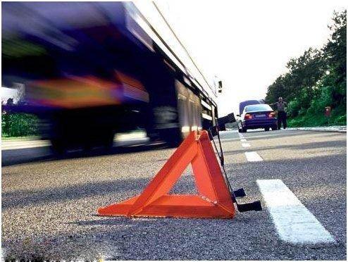 Установка знака аварийной установки при ДТП обязательна