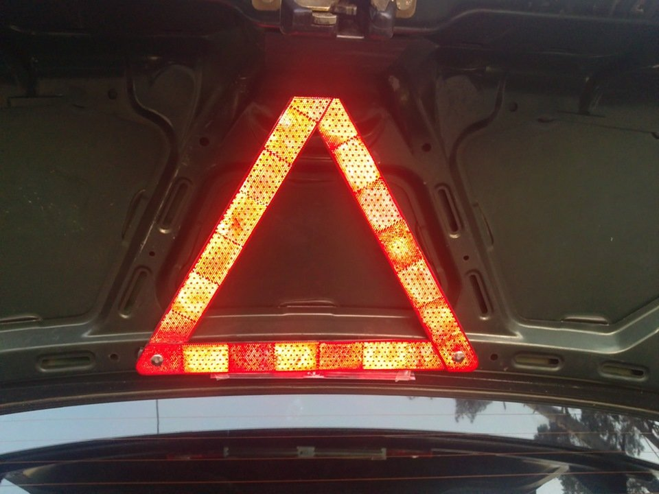Знак аварийной остановки должен соответствовать стандарту